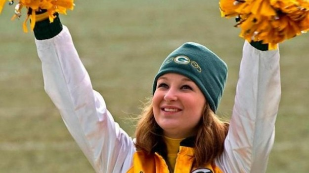 Kaitlyn-Collins-Green-Bay-Packers-Cheerleader-e1360300302565
